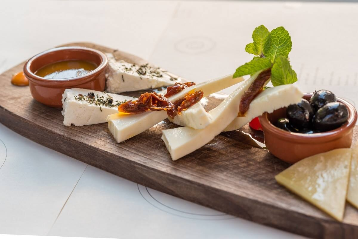 Croatian food: Traditional wedding menu in Dalmatia - Brač cheese and more (photo by: Konoba Matoni)